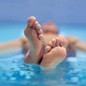 Бассейн и грибок ногтей